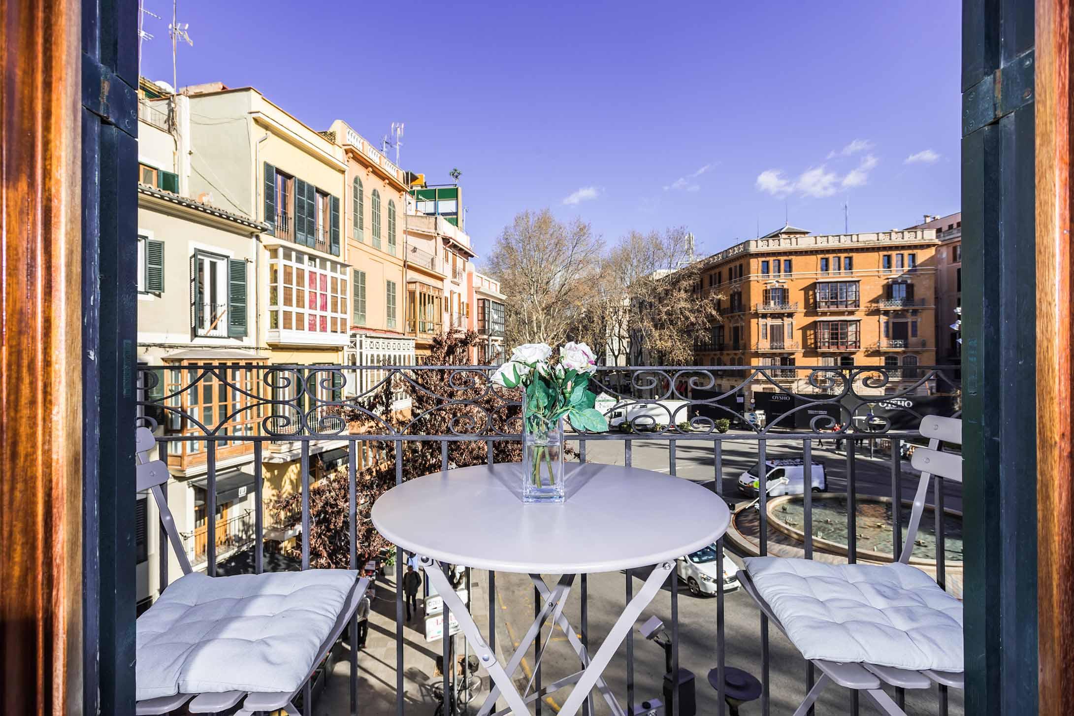 Borne-Suites-Apartamento-Superior-3-Pax-Palma-de-Mallorca-Balcon-Vistas