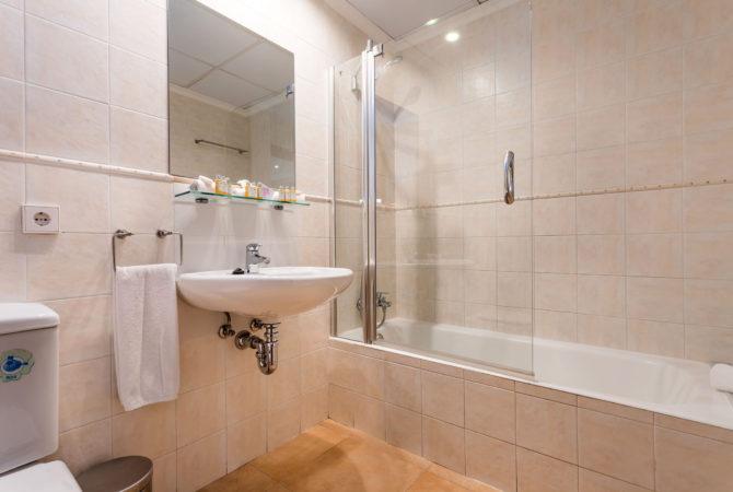 Borne-Suites-Apartamento-Superior-3-Pax-Palma-de-Mallorca-Baño-1