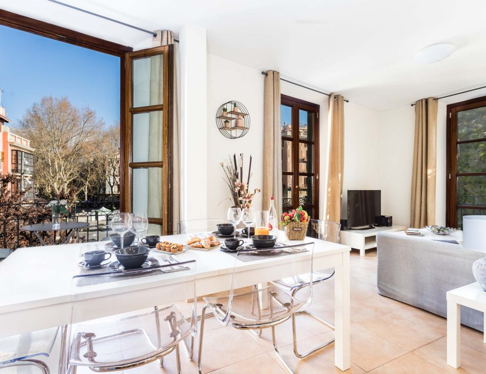 Borne-Suites-Apartamento-Superior-3-Pax-Palma-de-Mallorca-Comedor-Vistas