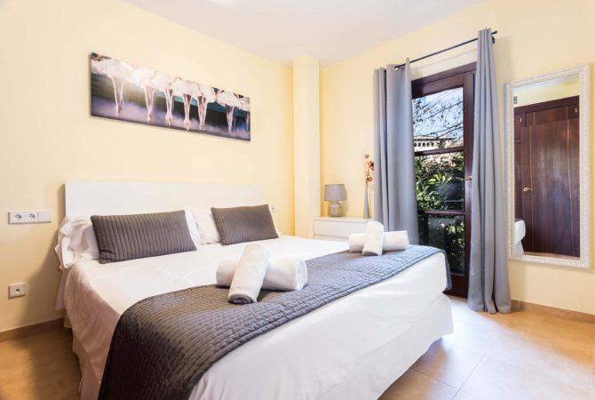 Borne-Suites-Apartamento-con-Terraza-Palma-de-Mallorca-comedor-cocina