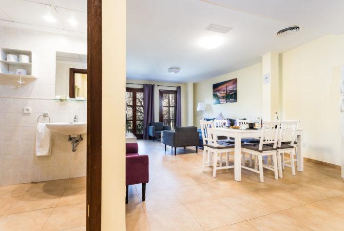 Borne-Suites-Apartamento-con-Terraza-Palma-de-Mallorca-bano-comedor