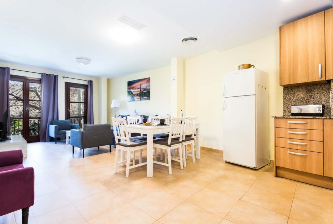 Borne-Suites-Apartamento-con-Terraza-Palma-de-Mallorca-comedor