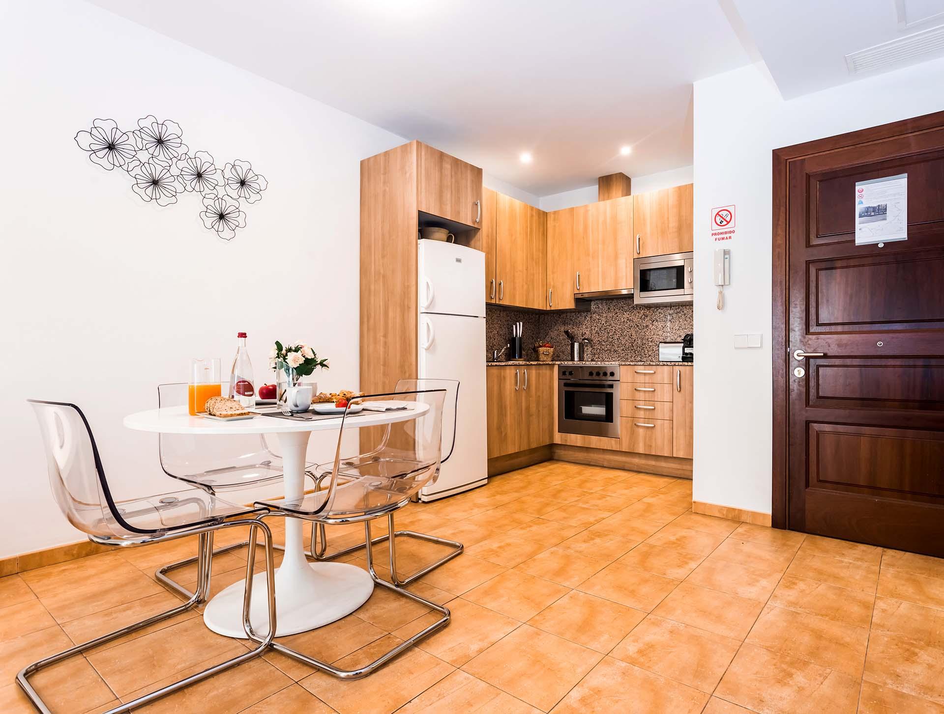 Mallorca-Suites-Apartamento-Superior-Alquiler-Palma-de-Mallorca-Comedor-Cocina