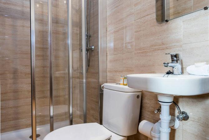 Mallorca-Suites-Apartamento-Terraza-Palma-de-Mallorca-Comedor-Baño-2