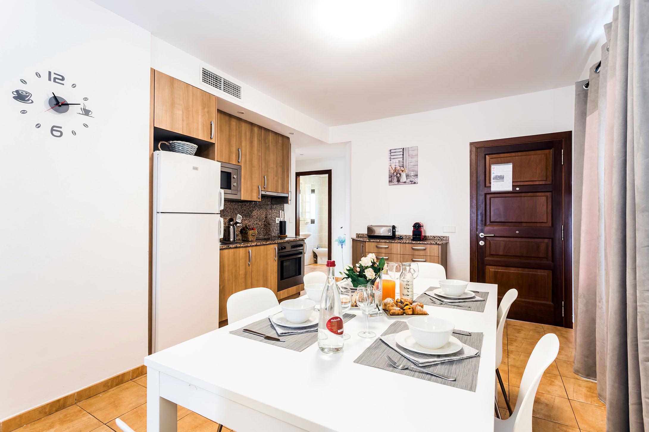 Mallorca-Suites-Apartamento-Terraza-Palma-de-Mallorca-Comedor-Cocina-1